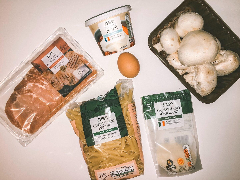 Ingredients needed to make a healthy carbonara recipe