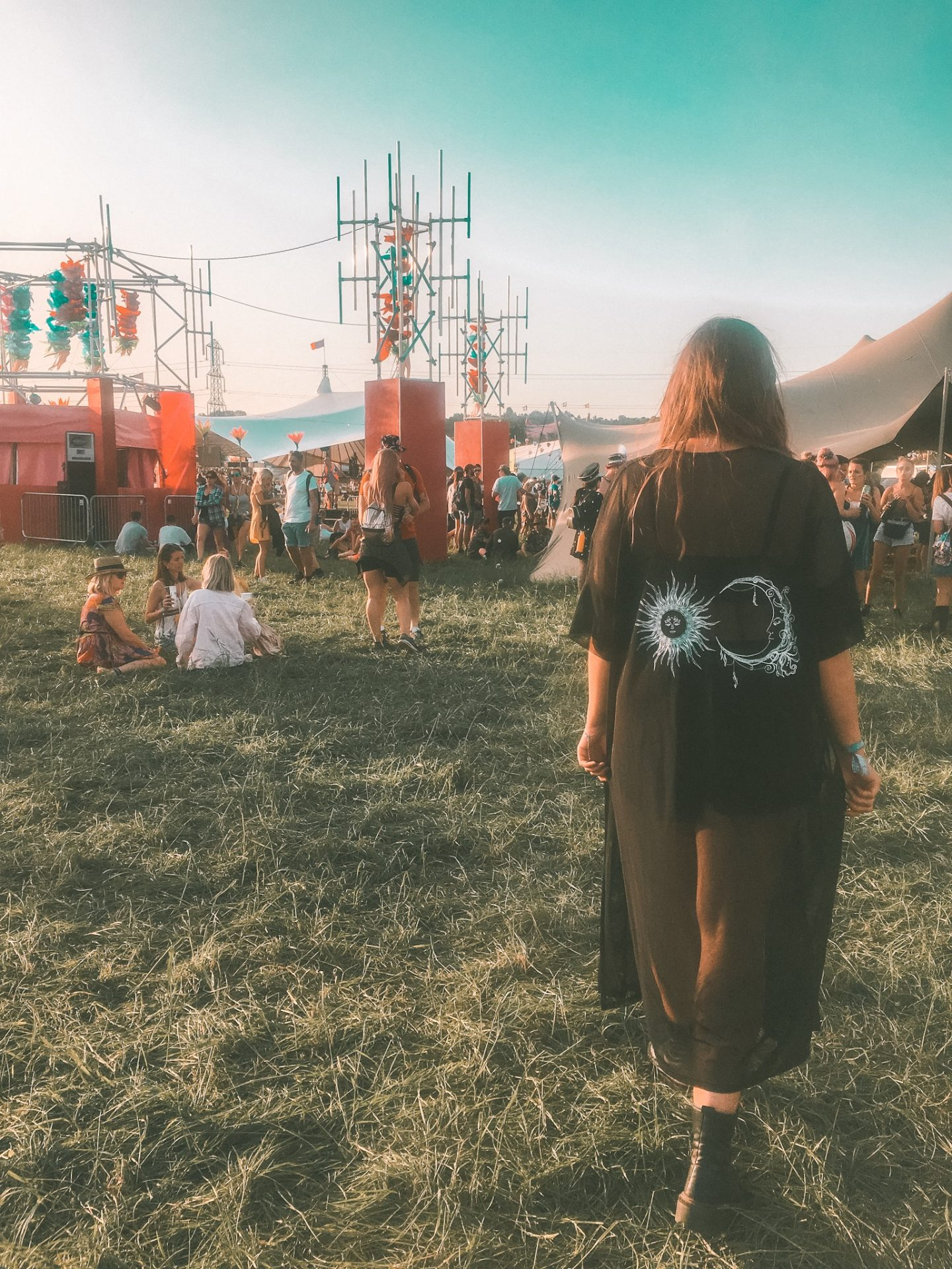first-time festival survival guide - glastonbury festival wearing boohoo kimono